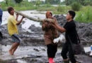 Risma Angkat Kayu di Lokasi Bencana, Gus Umar: Buat Apa Coba Mensos Begini?